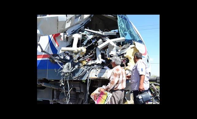 Konya'da Hızlandırılmış Tren İle Tır Çarpıştı