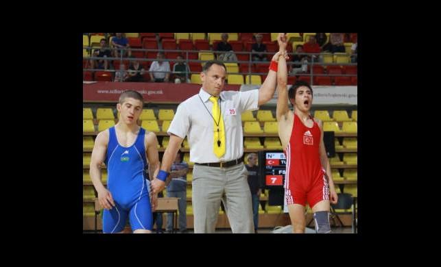 Gençler Güreş Şampiyonası'nda 2 Altın