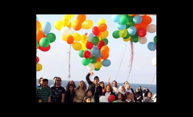Balonla ''Mezhepçiliği Bırakın'' Mesajı