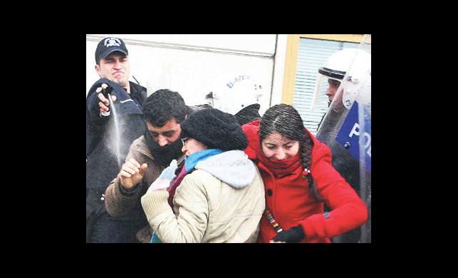 Biber Gazı Yerine 'Müzakereci!'