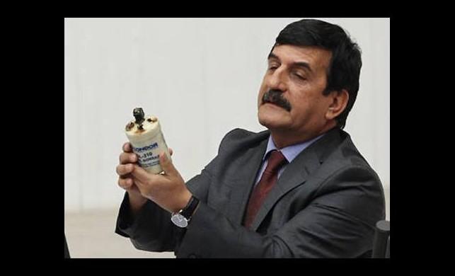 CHP Milletvekili kürsüye gaz bombası ile çıktı