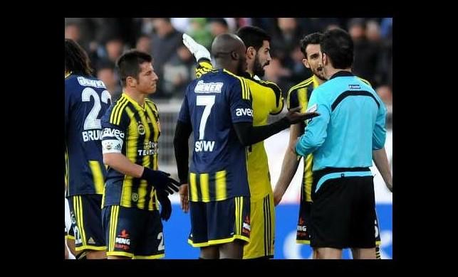 Galatasaraylı taraftarlardan Fenerbahçe'ye destek!
