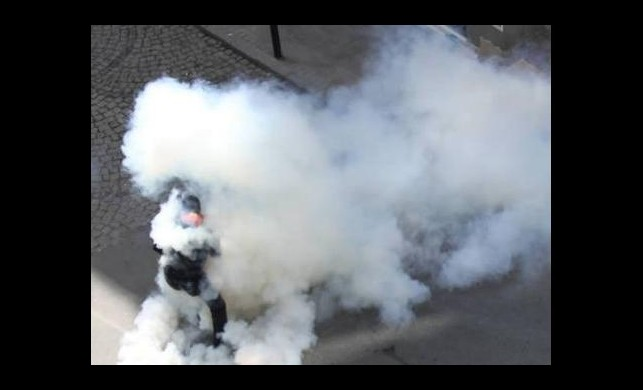 Bu kez hırsız, polise biber gazı sıktı