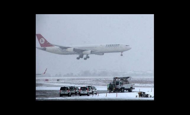 Uçak Seferlerine Kar Engeli