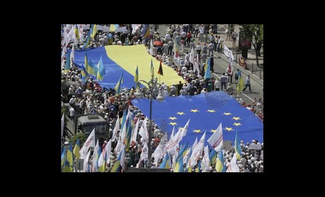 Ukrayna'da Çifte Miting