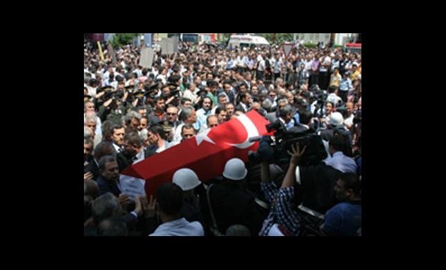 Şehit Polis Toprağa Verildi!