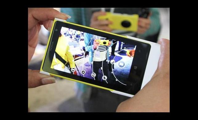 Microsoft'tan Selfie odaklı telefon geliyor