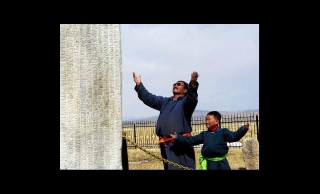 Tonyukuk Anıtları Moğol Bekçiye Emanet