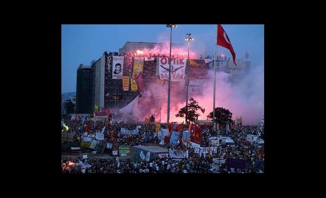 Taraftarlar Taksim'de Buluştu!