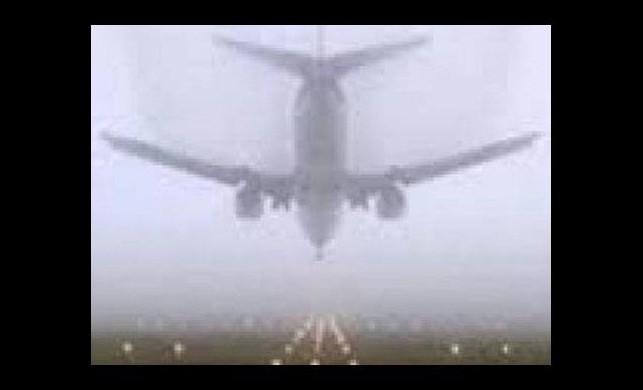 Uçaklar İstanbul üzerinde tur atıyor