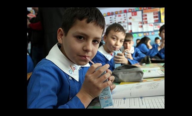 Anaokulu ve İlkokul Öğrencilerine Süt Dağıtılacak