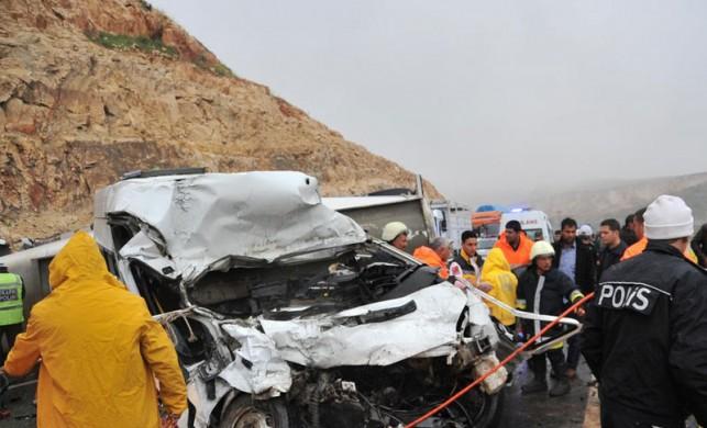 Şanlıurfa'da trafik kazası: 12 ölü