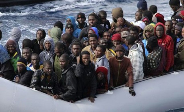 Gemi battı 400 kişi...