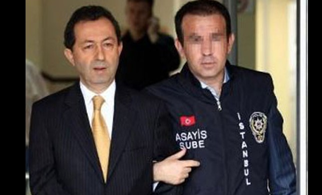 Garipoğlu polisin de başını yaktı!