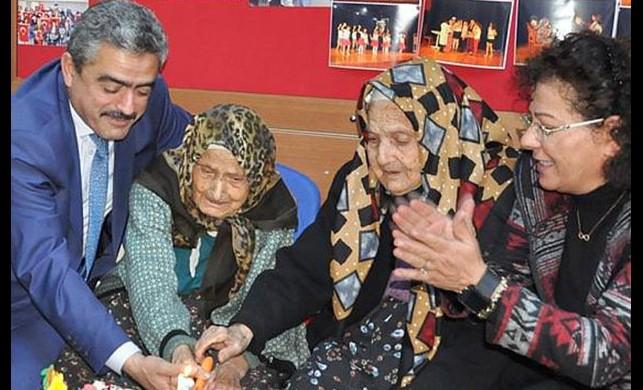 İkiz nineler 101 yaşına bastı!