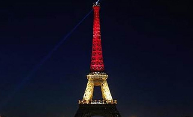 Eyfel Kulesi, Belçika bayrağının renklerine büründü