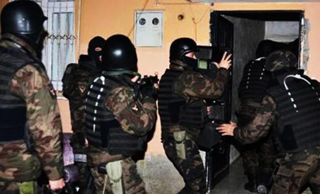 'Türk mahallesi'ne baskında IŞİD bayrağı bulundu'