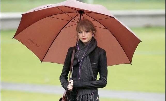 Yağmurlu havalarda nasıl giyinmeli?