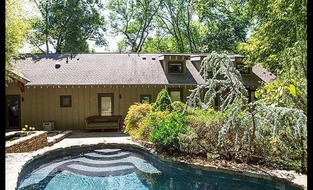 Ünlü şarkıcı Kesha evini sattı