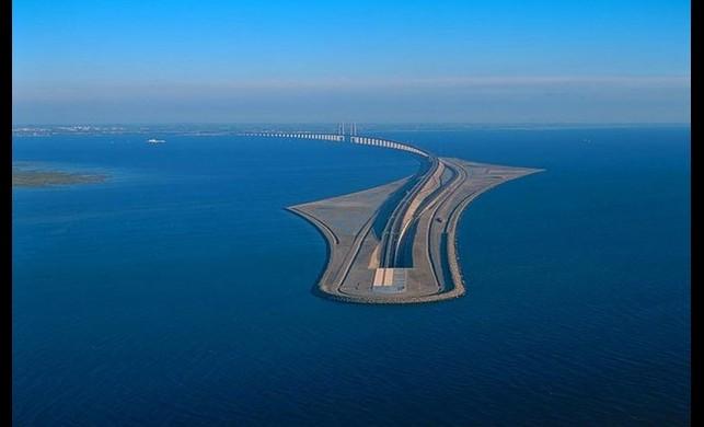 İki ülkeyi birbirine köprüden dönüşerek bağlayan geçit