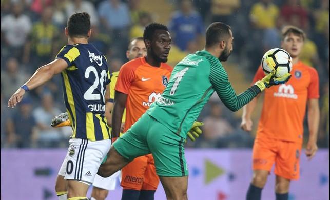 Derbi öncesi Fenerbahçe'ye şok! Volkan Babacan'a atılan su şişesi...