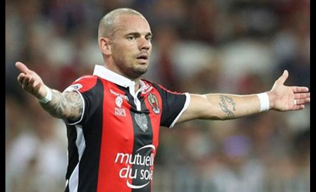 Sneijder sahalardan 1 ay uzak kalacak!