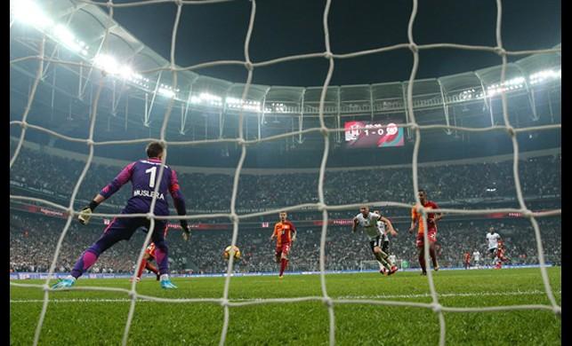 Galatasaray'da 310 milyonluk kriz!