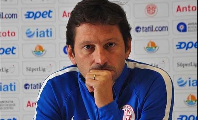 Antalyaspor'un teknik direktörü Leonardo istifa etti!