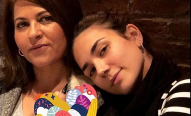 Buse Varol güzelliğini annesinden almış