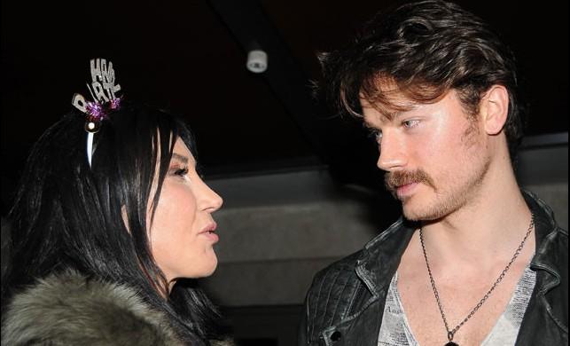 Hande Yener nişanlısından ayrıldı!
