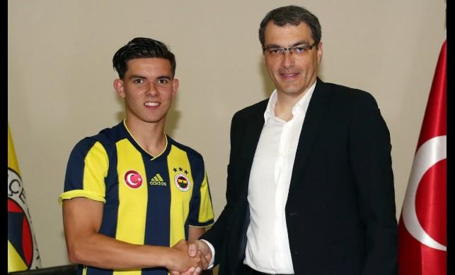 Fenerbahçe'nin yeni transferi imzayı attı!