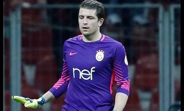 Galatasaray'dan sürpriz Cedric Carrasso hamlesi!