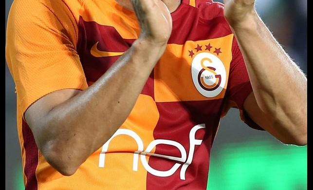 Galatasaraylı yıldız futbola veda etti!
