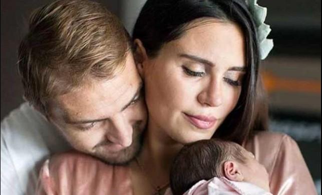 Şükran Ovalı-Caner Erkin çiftinden bebekleriyle ilk fotoğraf