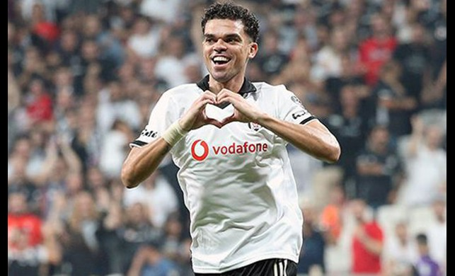 Beşiktaş taraftarından Pepe'ye pankart!