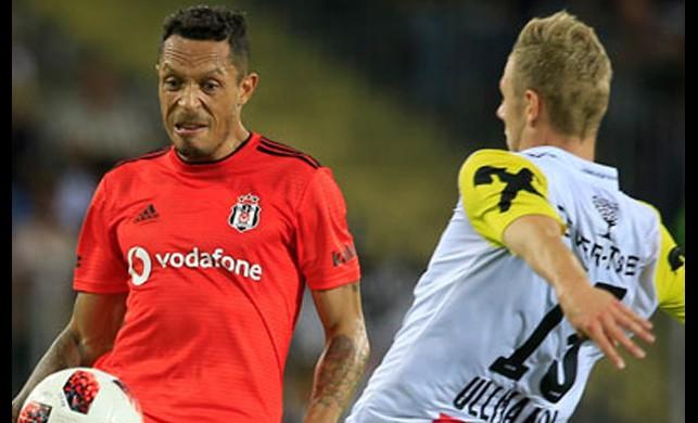 Beşiktaş'ta Adriano şoku!