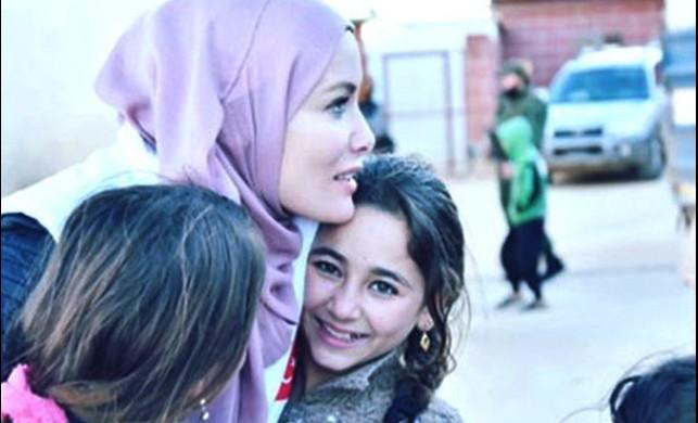 Gamze Özçelik, İdlib'e gitti!