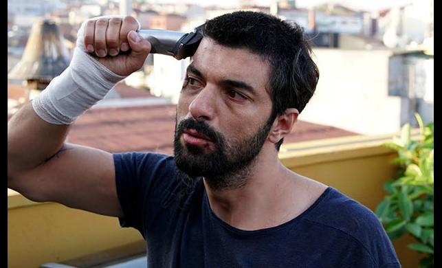 Engin Akyürek, yeni filmi için saçını kesti!