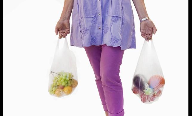 Plastik poşetler bir ülkede daha yasaklanıyor!