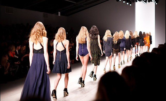 Kadınları Zayıf Gösteren Giyim Yöntemleri
