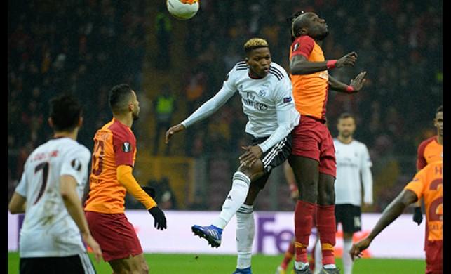 Galatasaray Benfica maçı sonrası tartışma yarattı! Avrupa Ligi'nde neden VAR yok?