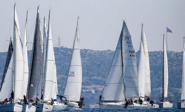 İzmir Kış Trofesi 3 Ayak Yarışları Çanakkale Deniz Zaferi'nin 104. yılı anısına koşuldu!