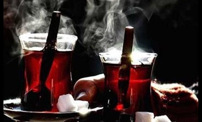 Çayı kaynar şekilde içmek kanser yapıyor!