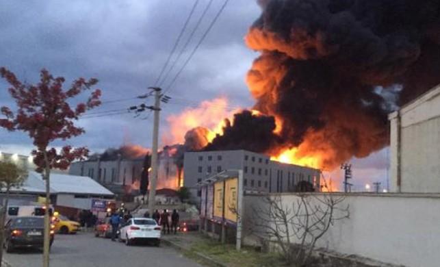 Gebze'de sünger fabrikasında yangın!