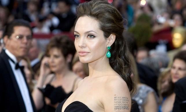 Angelina Jolie, Marvel'ın The Eternals filminde rol alabilir