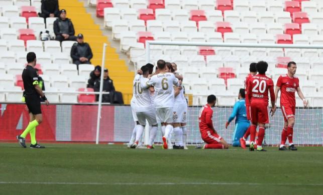 Kayserispor ilk yarıdaki gollerle güldü!