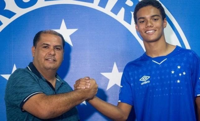 Ronaldinho'nun oğlu babasının izinden gidiyor!