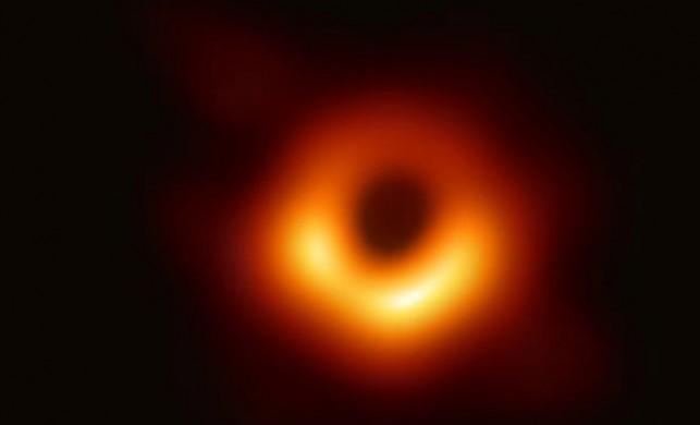 Canlı yayınla tüm dünya izledi! Dev kara deliğin ilk kez fotoğrafı çekildi