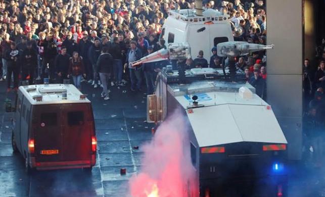 Ajax Juventus maçı öncesi Hollanda'da sokaklar karıştı!