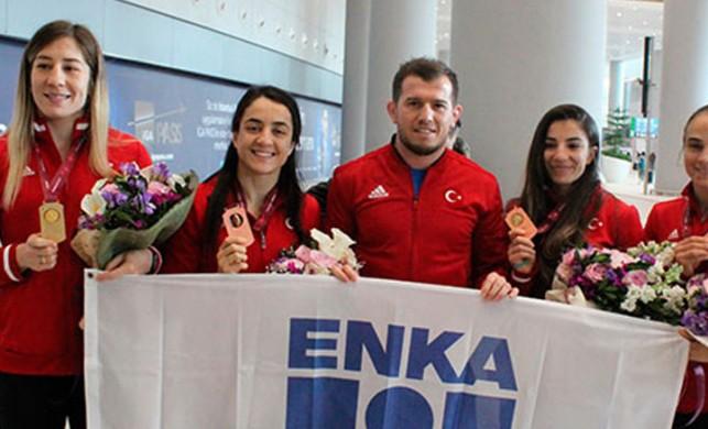 Kadın Milli Güreşçiler 4 madalyayla yurda döndü